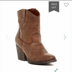 Madden Girl Ramz Western bootie size 7
